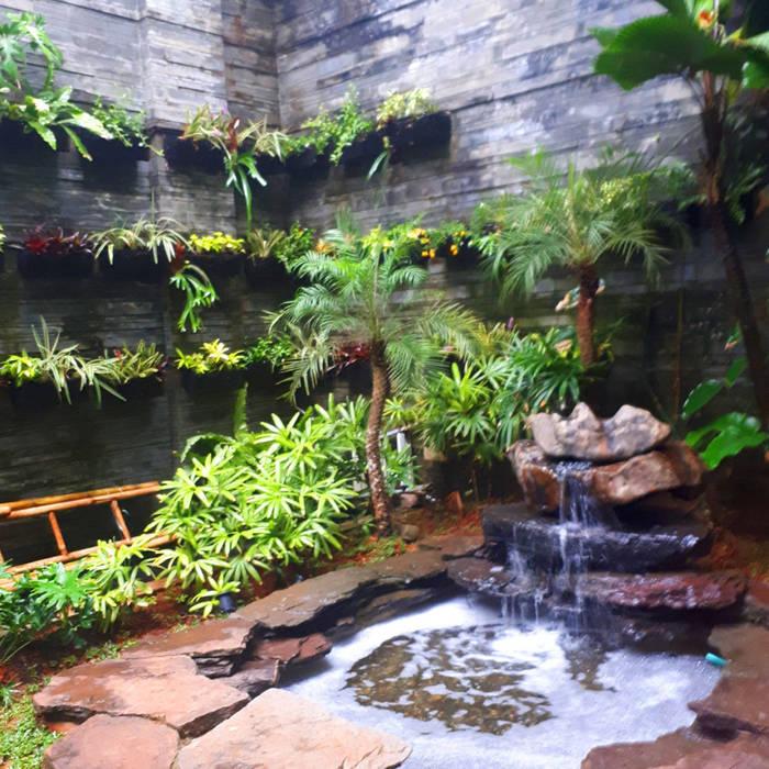 Garden Renovation: Kolam taman oleh Reza Fauzi, Tropis