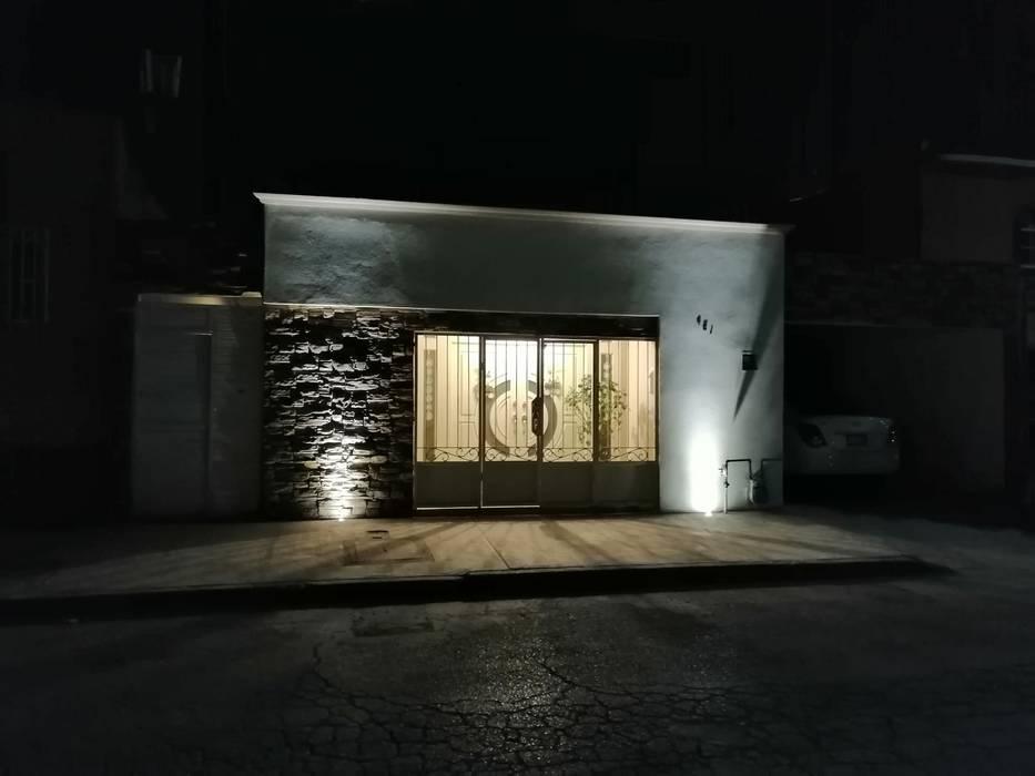 Remodelacion de fachada Casas estilo moderno: ideas, arquitectura e imágenes de ARKHYA Moderno