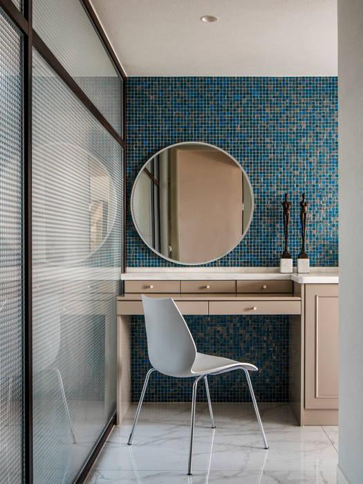 Bathroom:  Bathroom by C&M Media, Modern