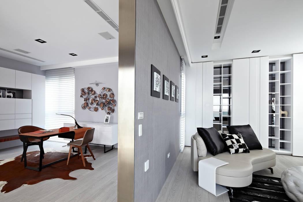 辦公室:  書房/辦公室 by 瑞嗎空間設計, 現代風
