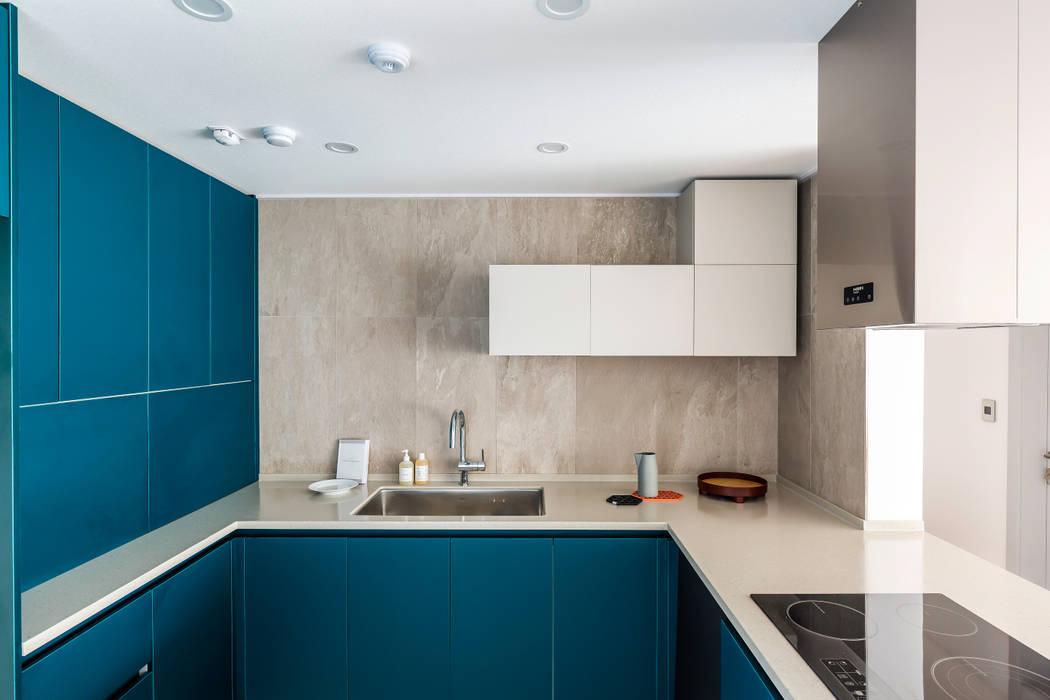 아파트멘터리 Cocinas de estilo moderno