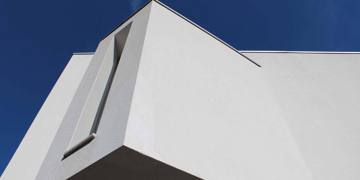 Fachada Exterior | Zona de Vestir Casas modernas por OBRA ATELIER - Arquitetura & Interiores Moderno Betão