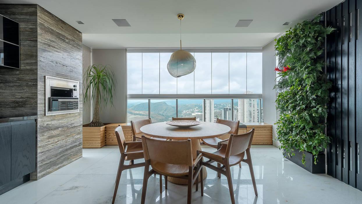 Balcón de estilo  por LEDS Arquitetura, Moderno