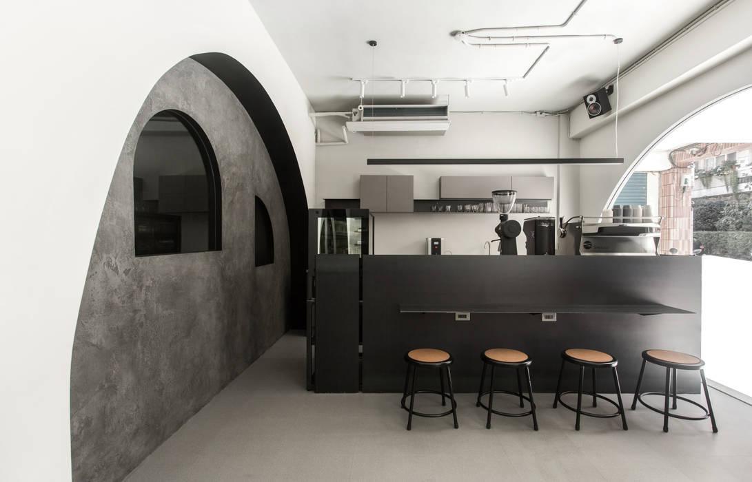 ANGLE II:  餐廳 by 初向設計,