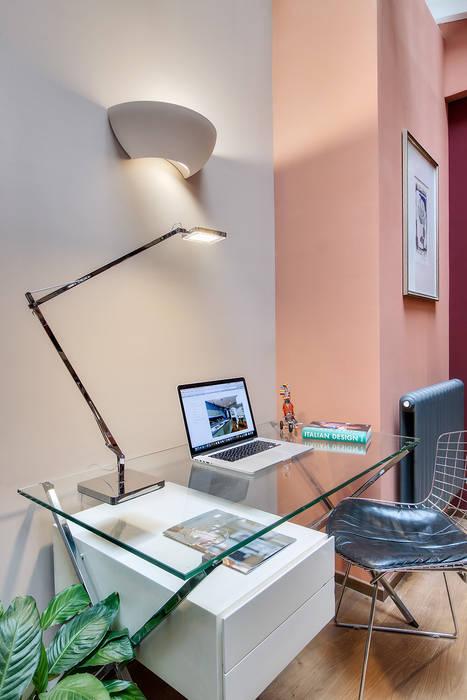 Espace bureau design: Bureau de style  par Alessandra Pisi / Pisi Design Architectes,