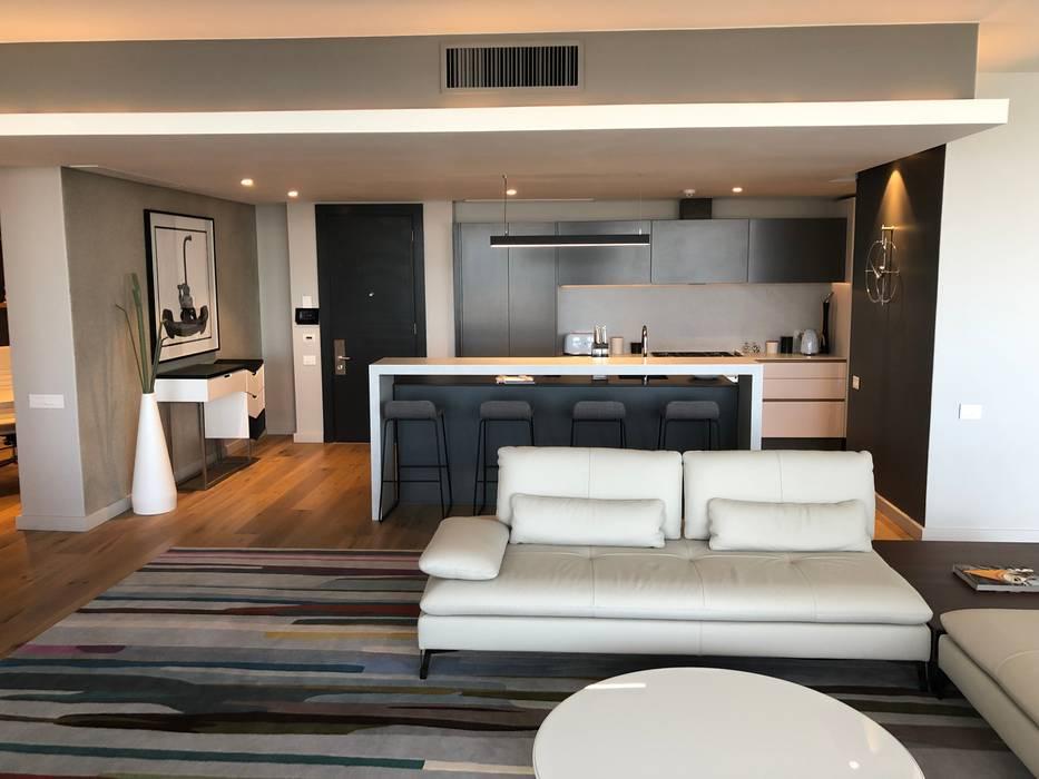 Kitchen:  Built-in kitchens by Ground Floor Interiors | Cape Town