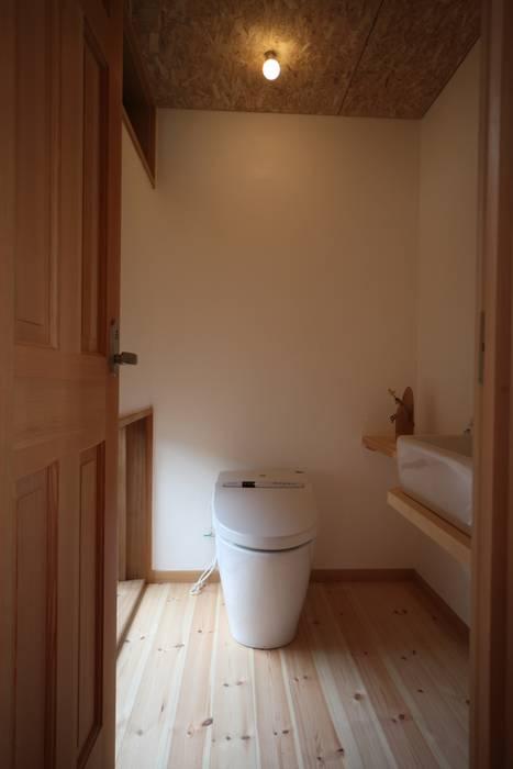 トイレ: 株式会社高野設計工房が手掛けた浴室です。,北欧