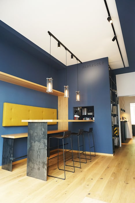 Edifícios comerciais modernos por homify Moderno Madeira Efeito de madeira