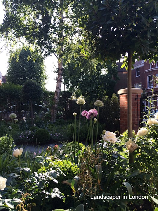 Front garden:  Front garden by Landscaper in London, Classic
