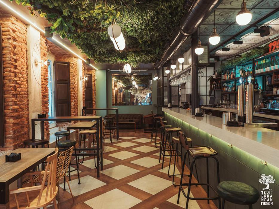 Planta a pie de calle: Bares y Clubs de estilo  de MEDITERRANEAN FUSION S.L., Ecléctico Mármol