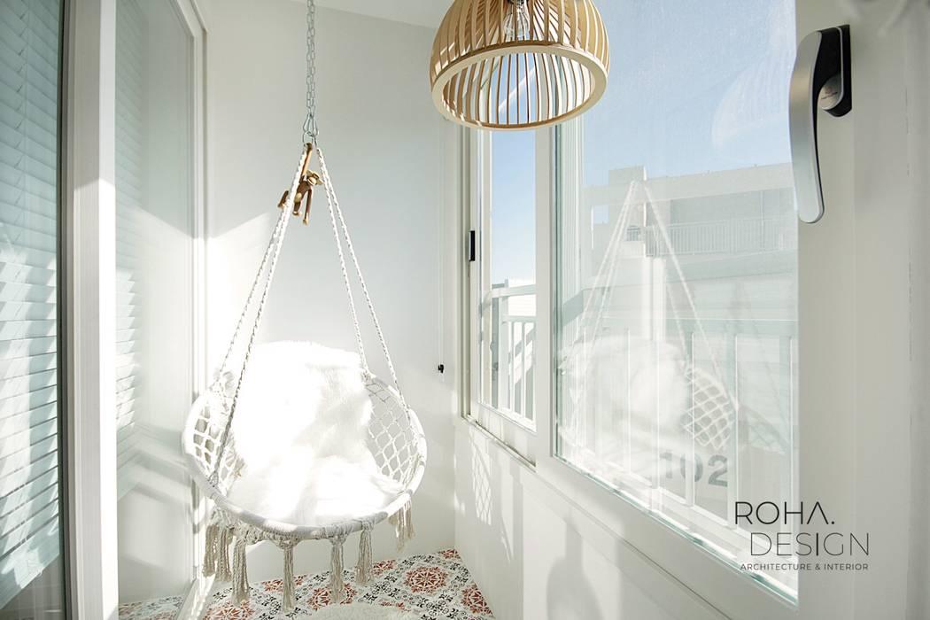 부산 전망 좋은 해운대 아파트 인테리어: 로하디자인의  베란다,모던