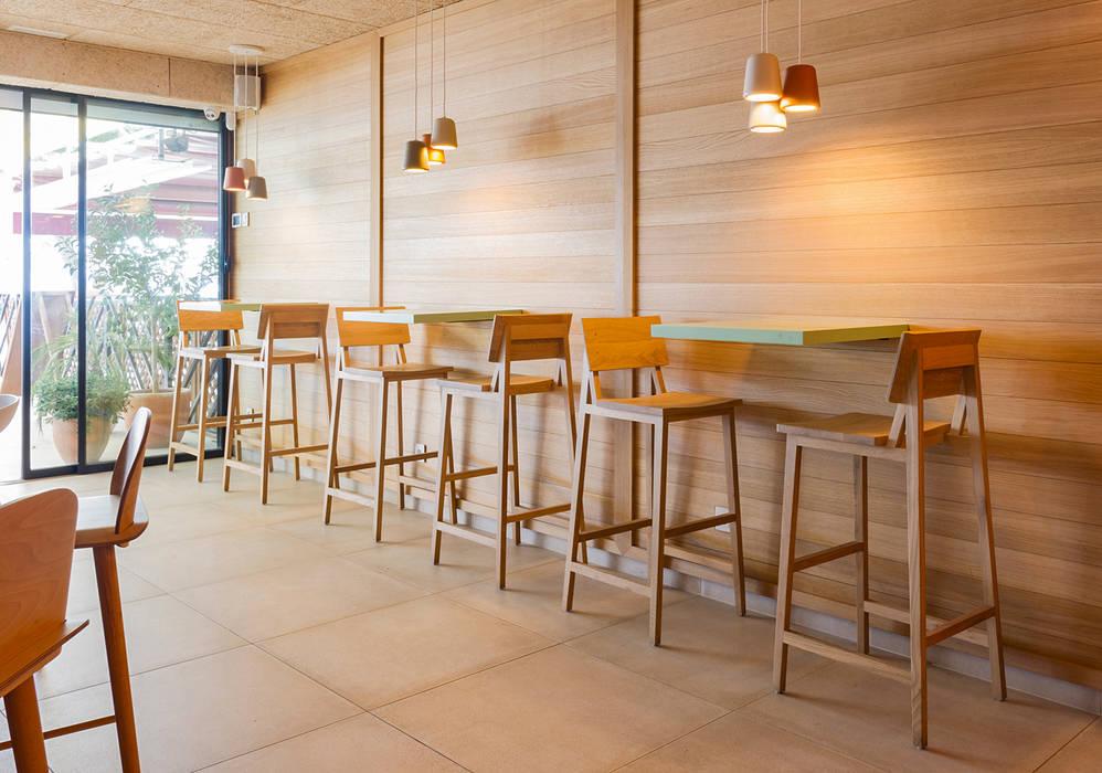 Bar Saborea Piedra Papel Tijera Interiorismo Bares y clubs de estilo escandinavo