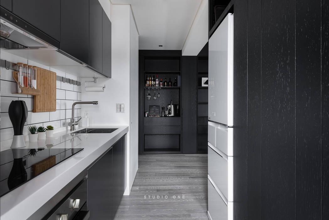 究。敘 / Tailored Narrative 現代廚房設計點子、靈感&圖片 根據 研一制作 現代風