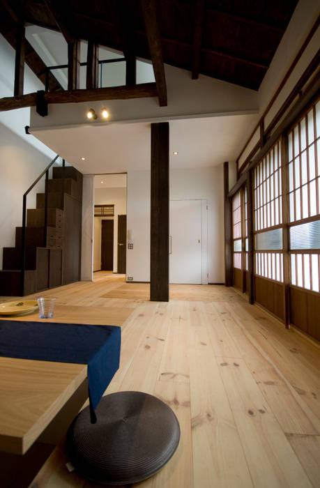 【和モダンリノベーション】リビングダイニング 和風デザインの リビング の 森村厚建築設計事務所 和風 木 木目調