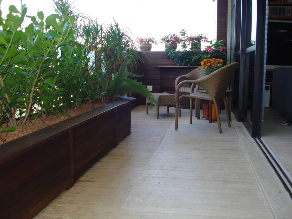 Balcón de estilo  por Luciana Rossetti Paisagismo, Moderno