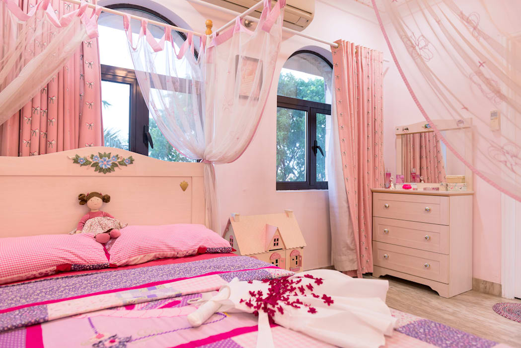 GIRLS BEDROOM homify 青少年房 Pink