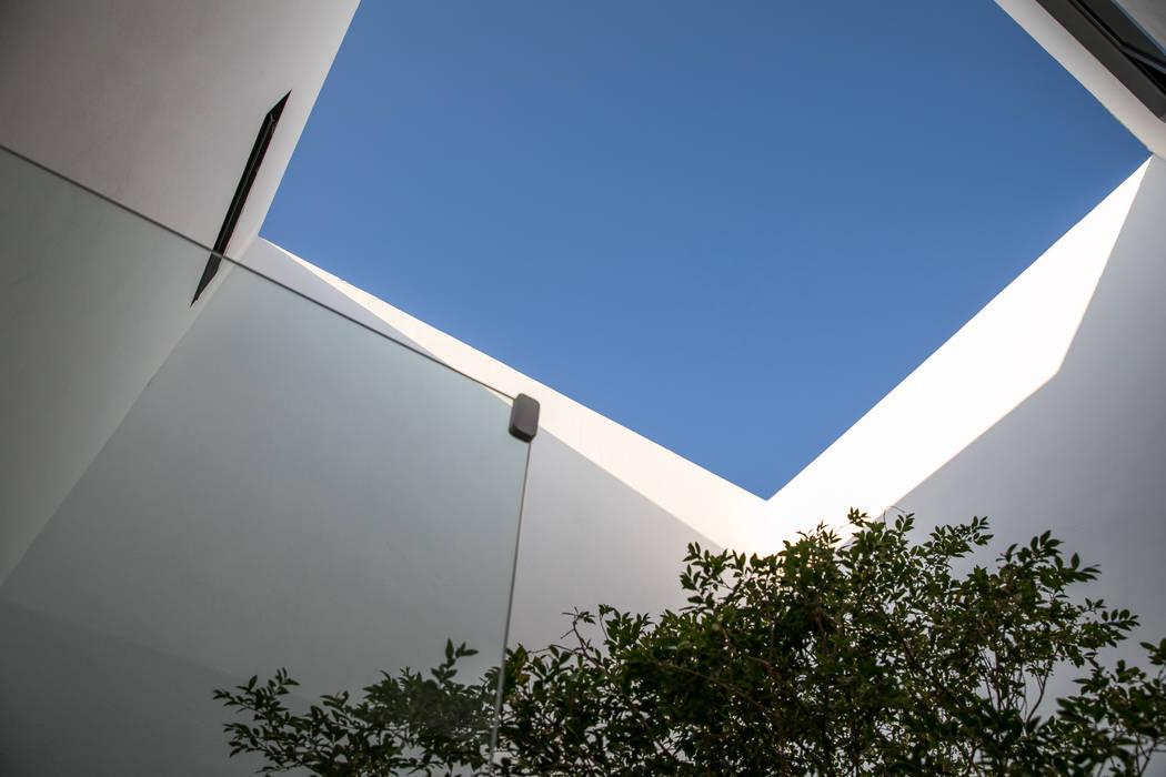 Minimalist style garden by 21arquitectos Minimalist