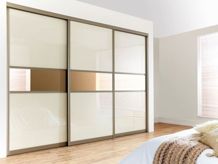 Gold White Sliding Door Wardrobes London:  Bedroom by Metro Wardrobes London