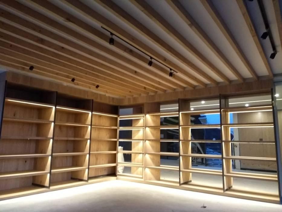 BIBLIOTECA - CUARTO DE JUEGOS : Estudios y oficinas de estilo  por AMID,