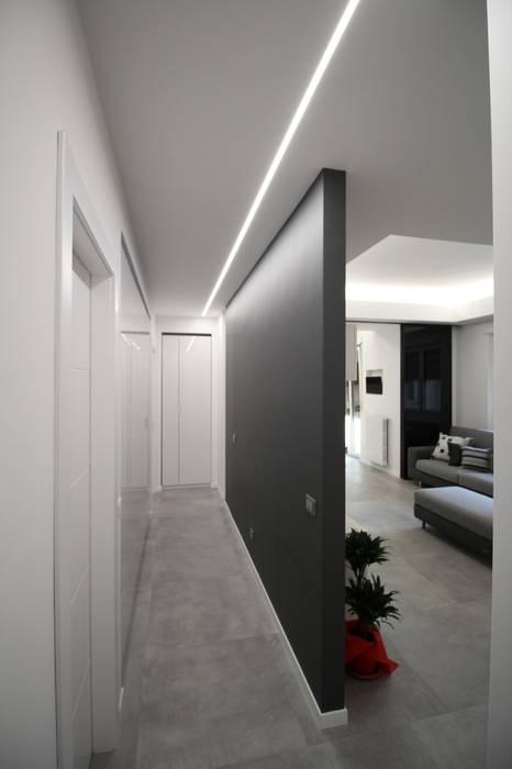Parete divisoria tra soggiorno e disimpegno Soggiorno moderno di Giuseppe Rappa & Angelo M. Castiglione Moderno