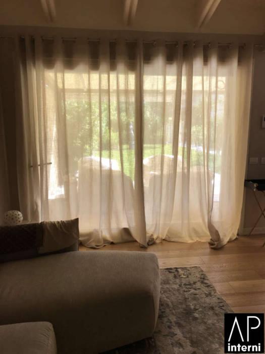 villa forte dei marmi: Giardino anteriore in stile  di APINTERNI PARMA, Moderno Arenaria