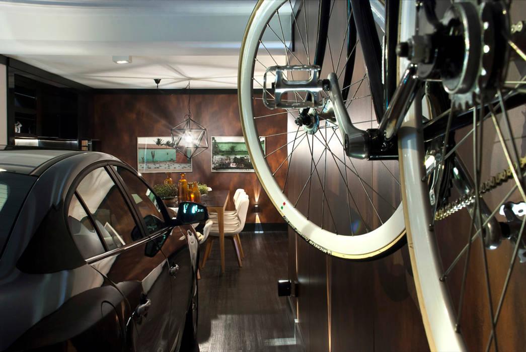 Mediterranean style garage/shed by Luiz Sentinger Mediterranean