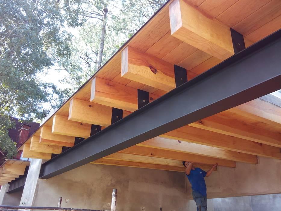 Techos de herrer a y vigas de madera techos inclinados - Vigas falsas de madera ...