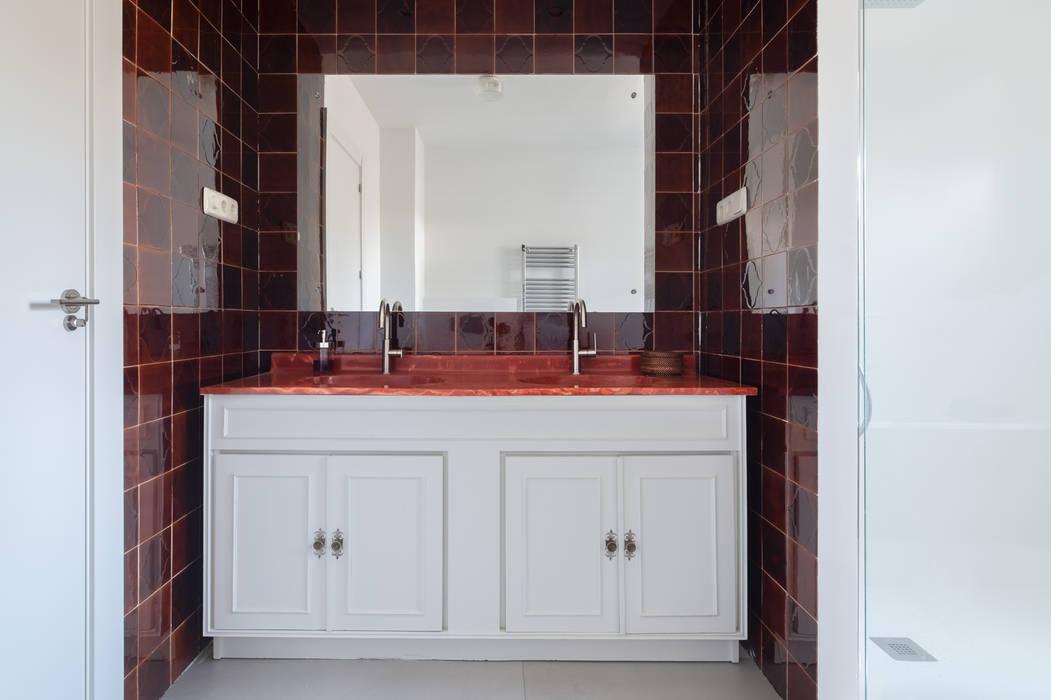 Lavabo baño habitación Principal: Baños de estilo  de Arquigestiona Reformas S.L.,