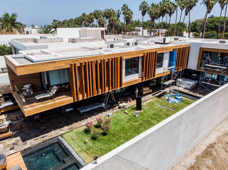 Fachada lateral Casas modernas: Ideas, diseños y decoración de DOF Arquitectos Moderno Madera Acabado en madera