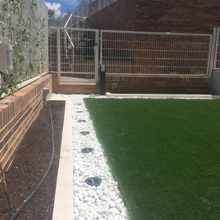 Jardines con piedras de estilo  de homify, Minimalista Cerámico