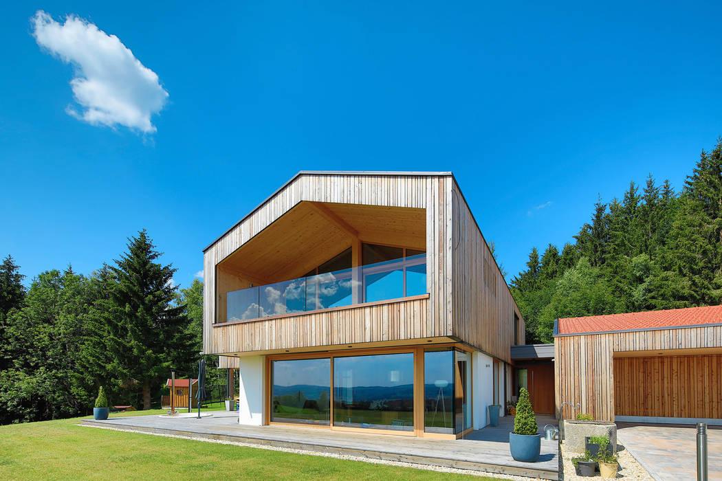 Wooden houses by BRUNTHALER Massivholzhaus, Modern