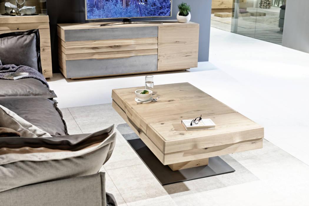 Table basse extensible haut de gamme en chêne massif, design allemand: Salon de style  par Imagine Outlet,
