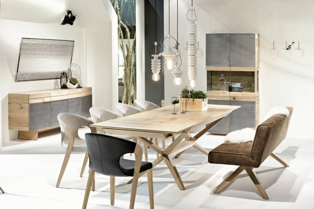 Ensemble table de repas extensible, chaises et banc haut de gamme en chêne massif, design allemand:  de style  par Imagine Outlet, Moderne Bois Effet bois