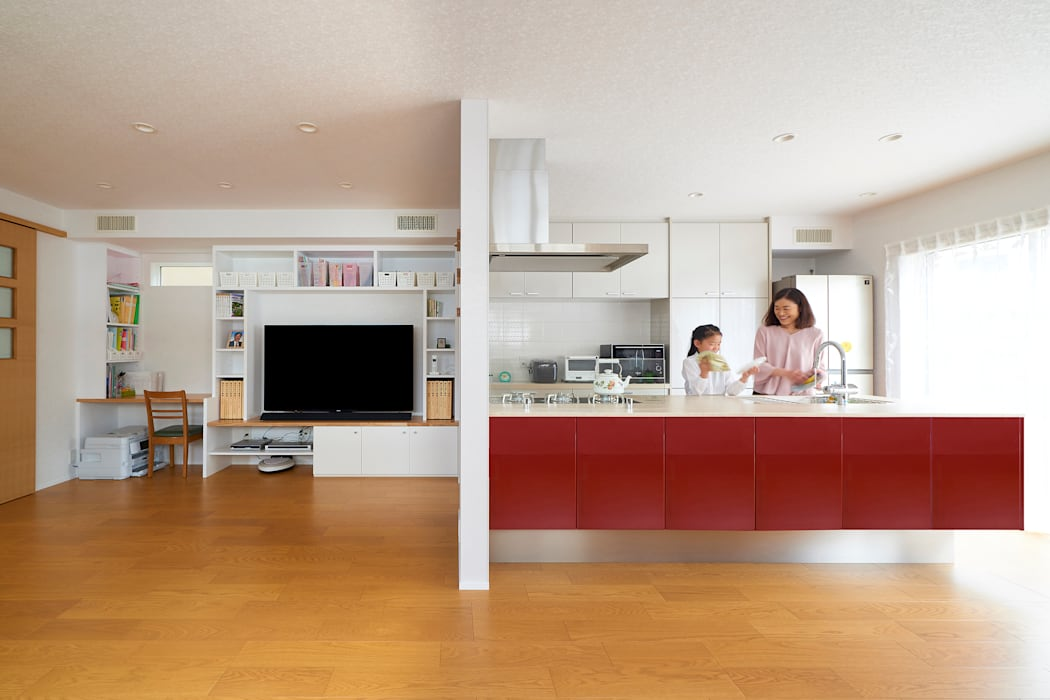 Built-in kitchens by SQOOL一級建築士事務所,