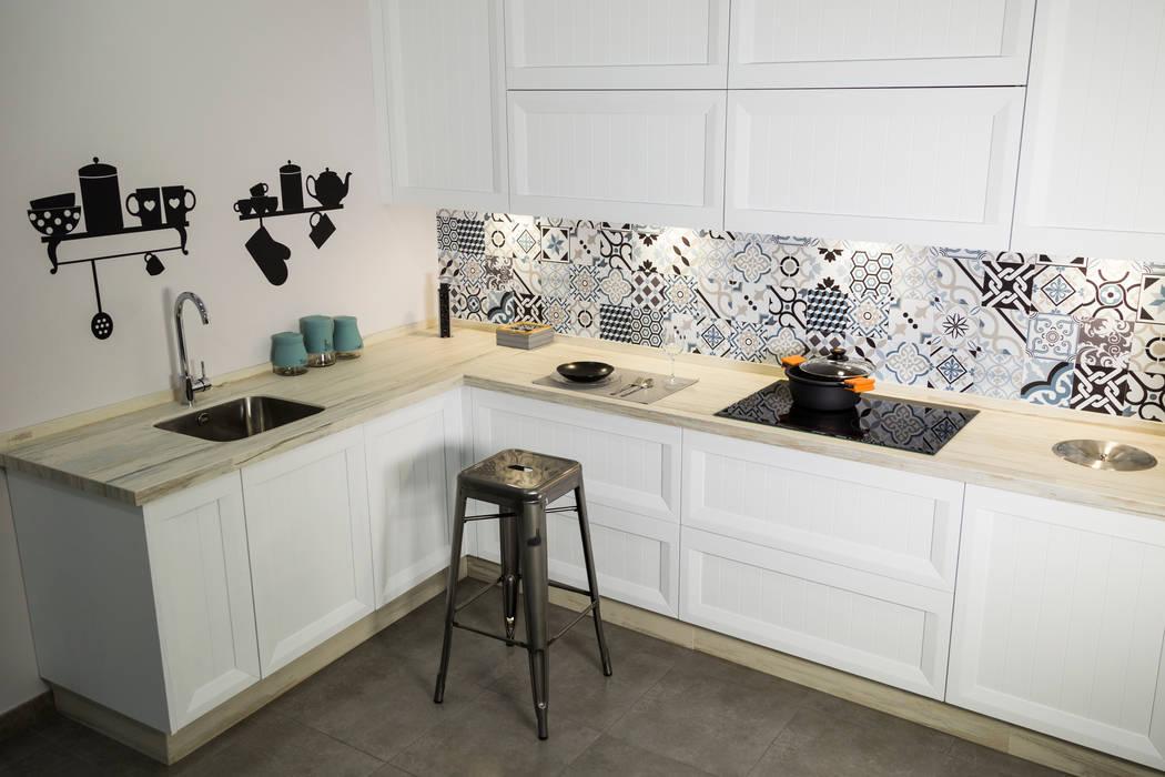 Cocinas equipadas de estilo  por MADERAJE | Ebanisteria gourmet, Industrial Madera maciza Multicolor