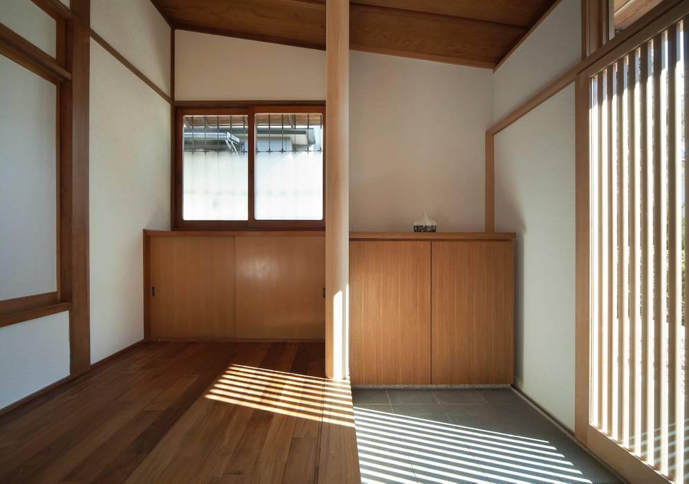 都心の数寄屋住宅リノベーション: 松井建築研究所が手掛けた壁です。,オリジナル