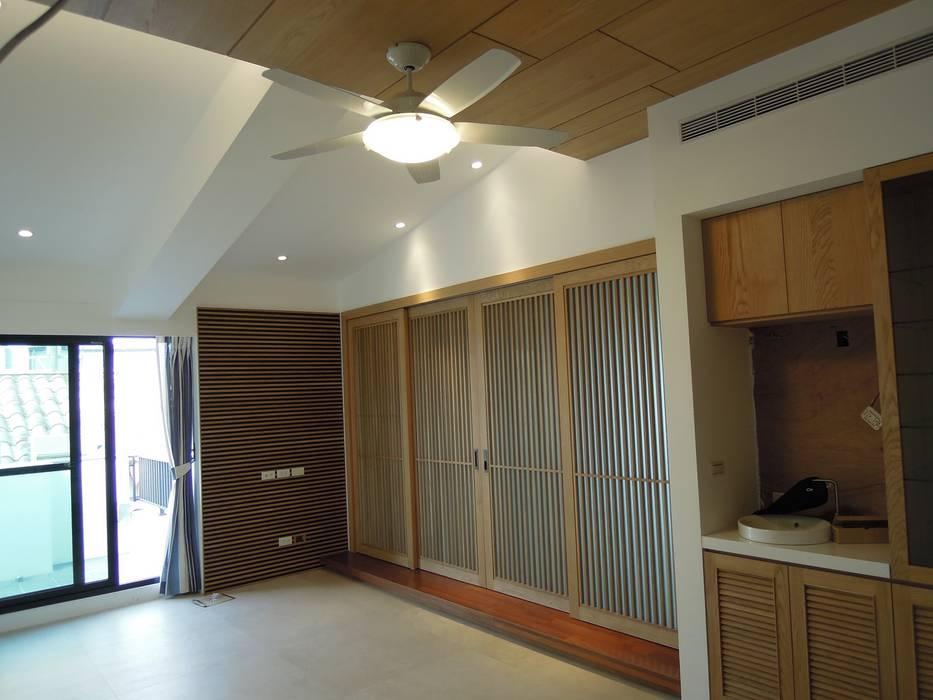 起居室 根據 houseda 日式風、東方風 木頭 Wood effect