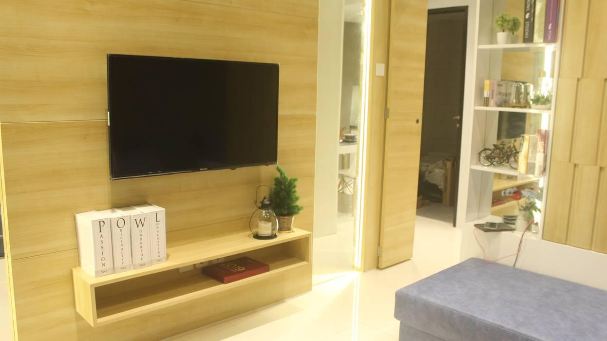 Lexington apartment: Ruang Multimedia oleh POWL Studio, Modern