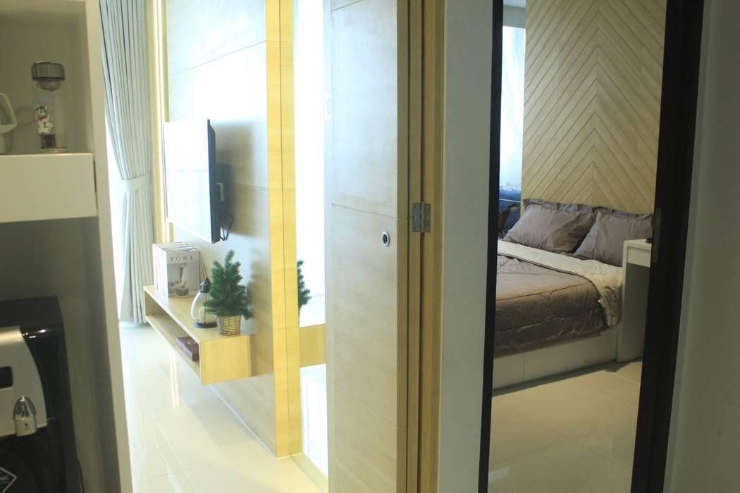 Lexington apartment Koridor & Tangga Modern Oleh POWL Studio Modern