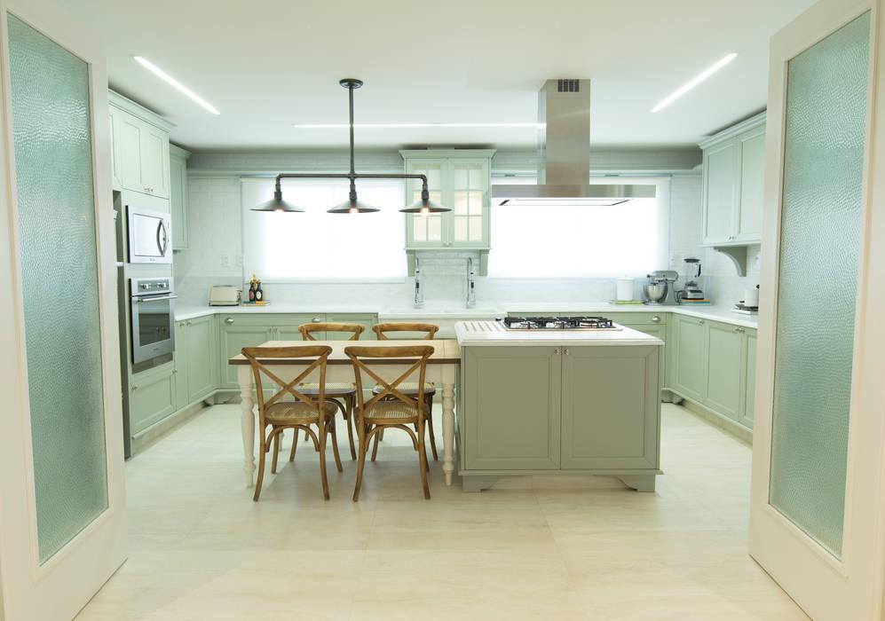 Home Decor M|R: Armários e bancadas de cozinha  por Carolina Fagundes - Arquitetura e Interiores,