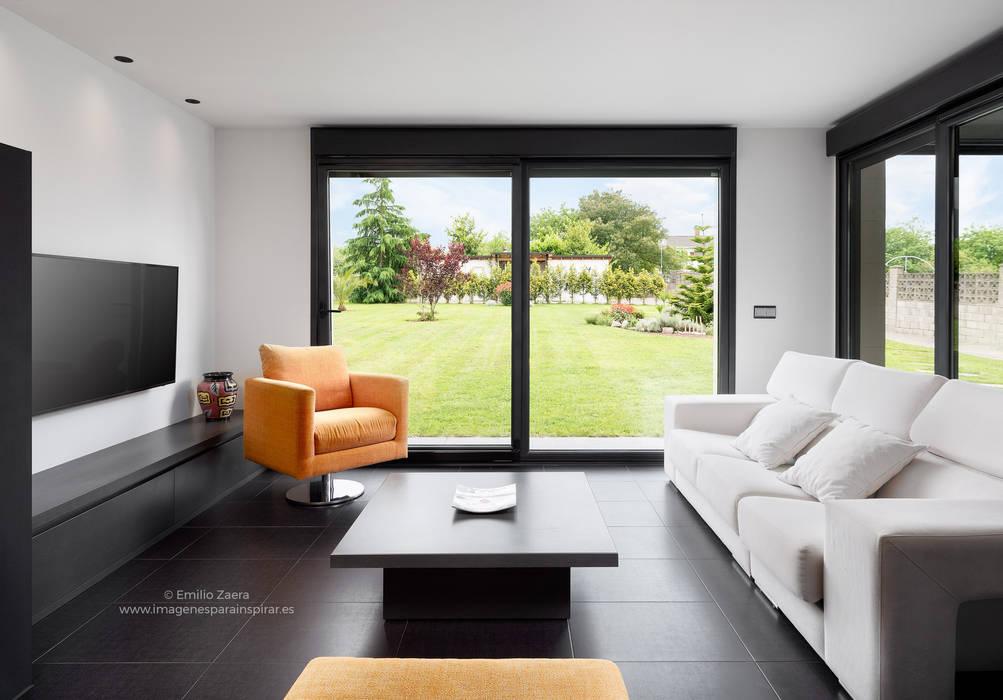 Salón con vistas. Salones de estilo moderno de arQmonia estudio, Arquitectos de interior, Asturias Moderno