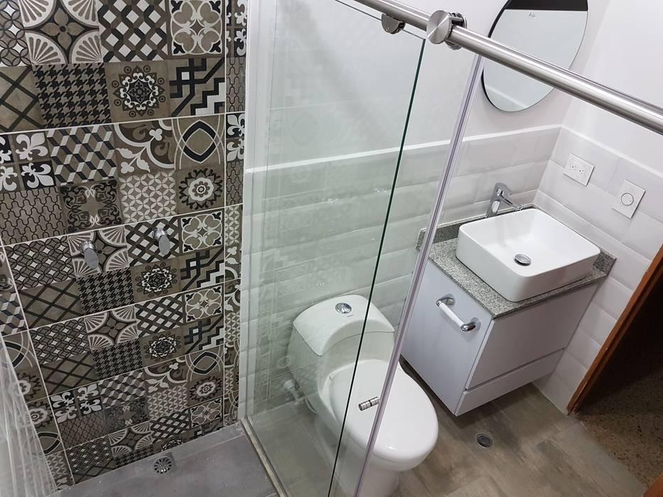 Modern bathroom by Remodelaciones Luján Modern