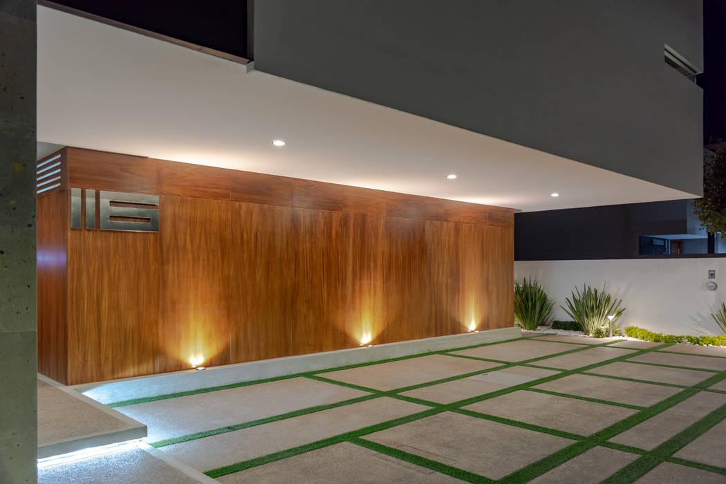 COCHERA Garajes modernos de GENETICA ARQ STUDIO Moderno