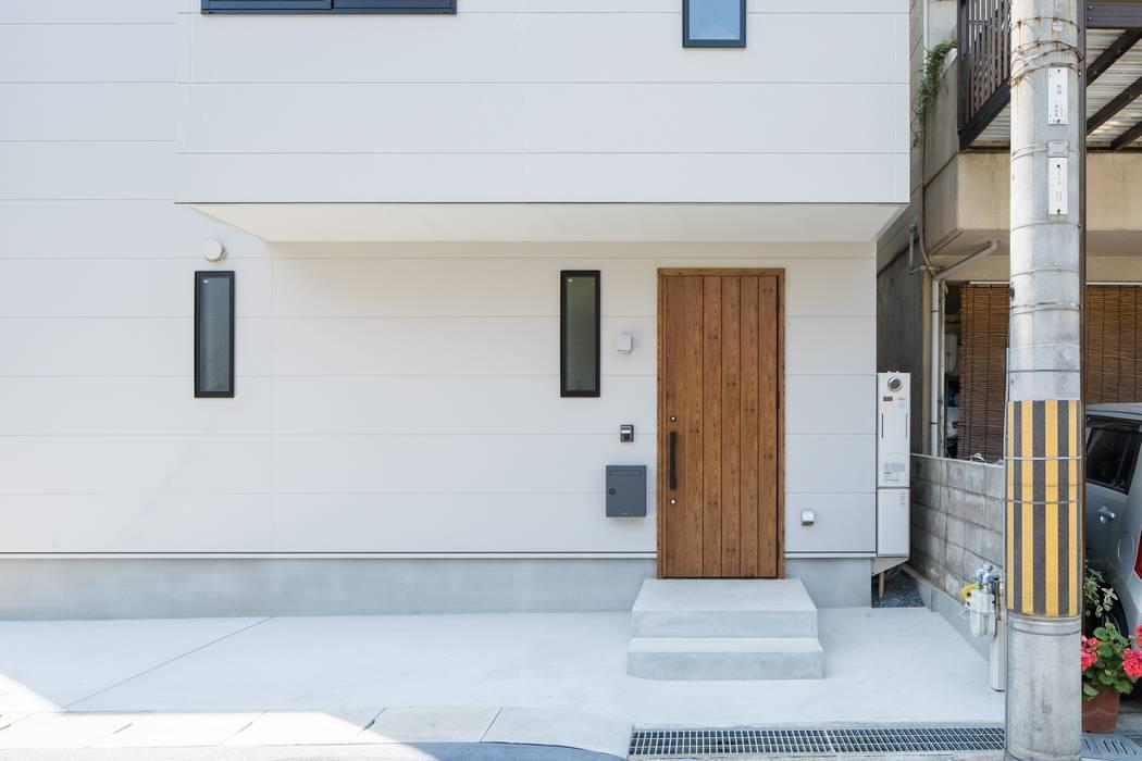 Rumah kayu oleh ALTS DESIGN OFFICE, Minimalis