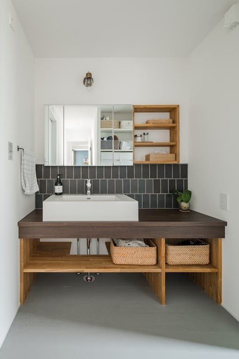 kamikasa house: ALTS DESIGN OFFICEが手掛けた浴室です。,モダン