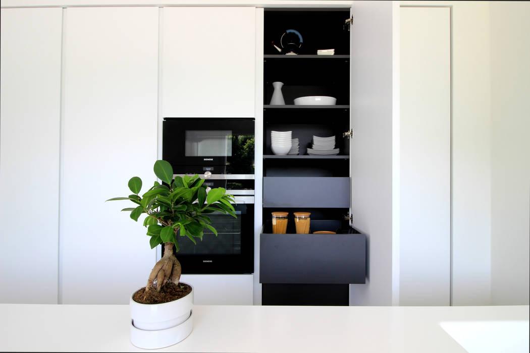 Nhà bếp phong cách hiện đại bởi ALFONSI ARCHITETTURA Hiện đại