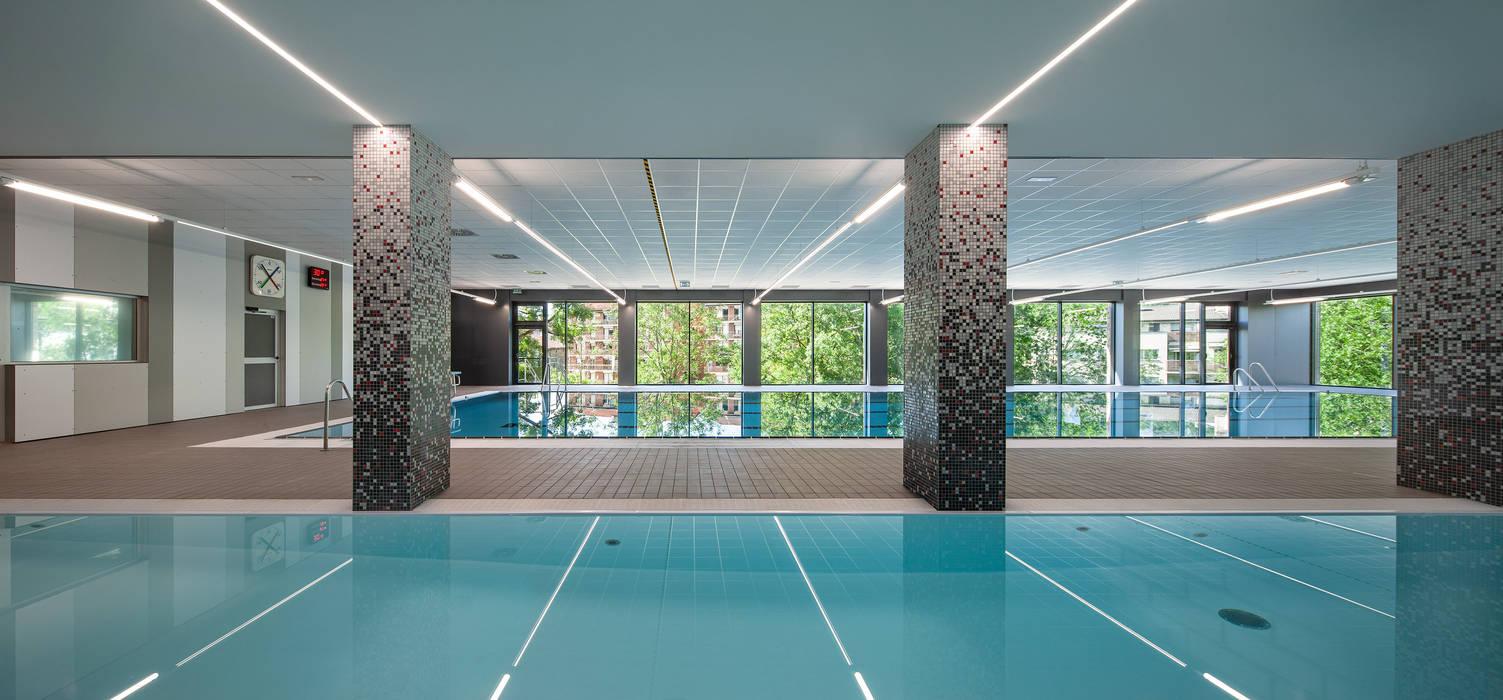 Nueva piscina de aprendizaje Estadios de estilo moderno de asieracuriola arquitectos en San Sebastian Moderno Plástico