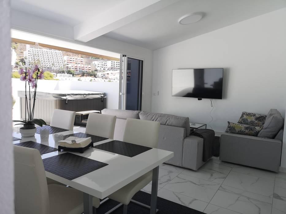 Vista de conjunto comedor - salon y terraza Comedores de estilo escandinavo de O2 eStudio BIM arquitectos S.L.P Escandinavo Cerámico