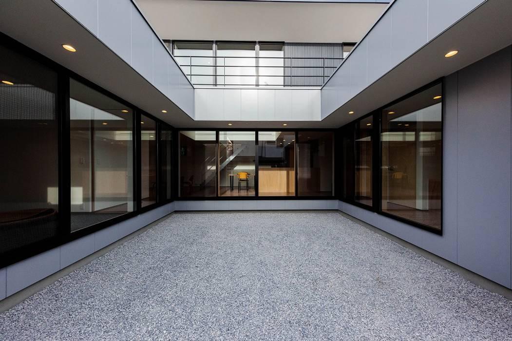 Jardines de estilo ecléctico de STaD(株式会社鈴木貴博建築設計事務所) Ecléctico