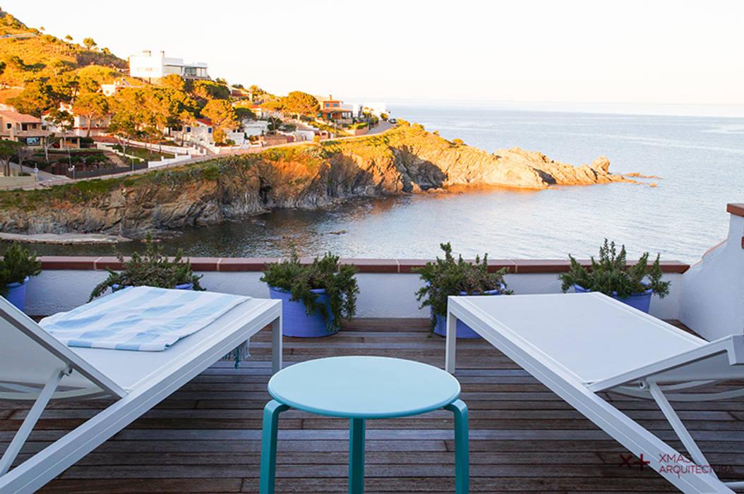 Mediterranean style balcony, veranda & terrace by Xmas Arquitectura e Interiorismo para reformas y nueva construcción en Barcelona Mediterranean Wood Wood effect